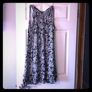 Dressdress, sleeveless with ruffles